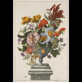 Vaso con flores sobre un pedestal